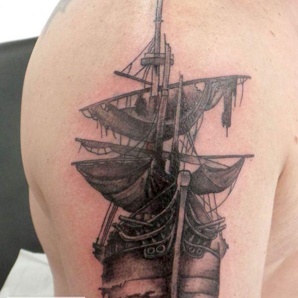 Tatouage bateau pirate fantome